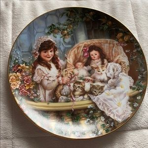 Other - Sandra Knuk pair of vintage collector plates